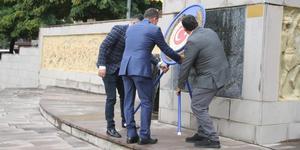 Kuyucak'ta, '19 Ekim Muhtarlar Günü' dolayısıyla Cumhuriyet Meydanı'nda Atatürk Anıtına çelenk koyma töreni gerçekleştirildi.