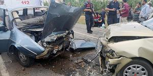 Muğla'nın Seydikemer ilçesinde iki otomobilin çarpışması sonucu 6 kişi yaralandı. ( Muğla itfaiyesi - Anadolu Ajansı )