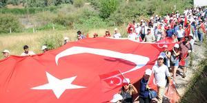 Merhum Başbakan Adnan Menderes'in doğduğu Çakırbeyli Mahallesi'nde, 15 Temmuz Demokrasi ve Milli Birlik Günü dolayısıyla yürüyüş düzenlendi. ( Mehmet Çalık - Anadolu Ajansı )
