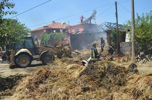 Çine'de bir saman damında çıkan yangın korku dolu anlara sahne oldu. Alevler yakınında bulunan evlere sıçramadan söndürüldü.