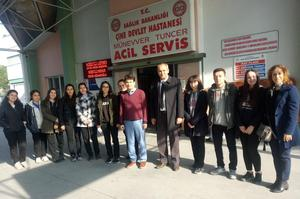 """Çine Madran Anadolu Lisesi öğrencileri E-Twinning projesi """"The Best Career For Me"""" kapsamında ziyaret ettiği kurumları gözetleyerek haklarında bilgi edindi."""