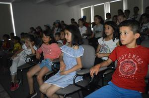 Çocuklara yönelik faaliyetleri ile takdir toplayan Çine Halk Kütüphanesi ilçe halkına sinema hizmeti de vermeye başladı.