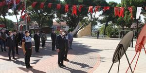 Cumhuriyetin Kuruluşunun 97. yıl dönümü kutlama programı kapsamında Kuyucak merkez Cumhuriyet Meydanı'ndaki Atatürk Anıtı'na çelenk sunma töreni yapıldı.