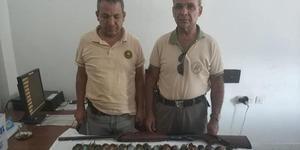 Aydın'da avlanması yasak olan arı kuşu ve dağ kuyruksallayanı kuşunu avlayanlara 14 bin 100 lira para cezası uygulandı.  ( Aydın İl Jandarma Komutanlığı - Anadolu Ajansı )