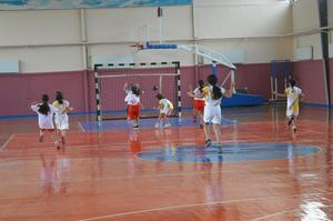 Çine'de 29 Ekim Cumhuriyet Bayramı Cumhuriyet Kupası Spor Şöleni kapsamında hentbol turnuvası başladı.