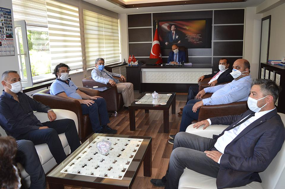 Milliyetçi Hareket Partisi (MHP) Çine İlçe Başkanı Haluk Alıcık, Çine'deki yerel yöneticiler, daire amirleri ile birlikte sivil toplum örgüt temsilcilerini ziyaret etti.