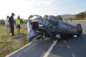 Çine yolunda meydana gelen trafik kazasında hurdaya dönen araç içerisindeki sürücü emniyet kemeri sayesinde kazayı burnu bile kanamadan atlattı.