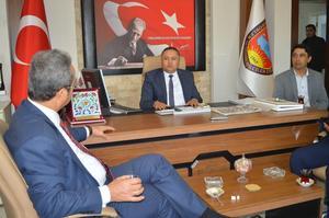 Cumhuriyet Halk Partisi (CHP) Genel Başkan Yardımcısı, Parti Sözcüsü Aydın Milletvekili Bülent Tezcan, Çine'yi ziyaret etti. Oda Başkanları, ekonominin kötüye gittiğini ifade ederek, Tezcan'a dert yandı.