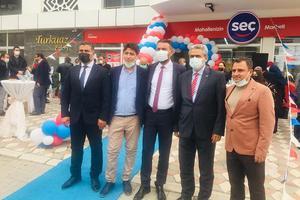 Aydınlı iş insanı, Eşin Group Yönetim Kurulu Başkanı Rıdvan Eşin, Nazilli'de bir marketin açılış törenine katıldı.