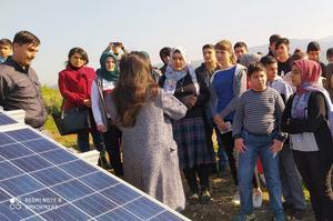 Çine İmam Hatip Ortaokulu öğrencileri ilçede faaliyet gösteren özel bir şirkete ait güneş enerji santralini ziyaret etti.