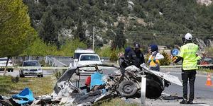 Muğla'nın Menteşe ilçesinde beton mikseri, minibüs ve otomobilin karıştığı kazada bir kişi hayatını kaybetti, iki kişi yaralandı. ( Durmuş Genç - Anadolu Ajansı )