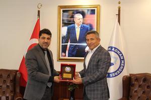 İş İnsanı  Mehmet Emin Dinç ve Spor Bilimleri Fakültesi Dekan Yardımcısı Doç. Dr. Reşat Kartal, Adnan Menderes Üniversitesi (ADÜ) Rektörü Prof. Dr. Osman Selçuk Aldemir'i makamında ziyaret etti.