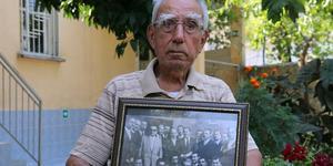 Cumhuriyet tarihinin ilk askeri darbesi olan 27 Mayıs'ın ardından 17 Eylül 1961'de idam edilen merhum Başbakan Adnan Menderes'in hemşehrileri, o dönemi gözyaşlarıyla anlatıyor. Adnan Menderes'in başbakanlık döneminde Çakırbeyli Mahallesi'nde azalık yapan Yusuf Yılmaz (fotoğrafta) Menderes'le ilgili anılarını anlattı.  ( Mehmet Çalık - Anadolu Ajansı )