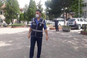 Çine İlçe Emniyet Müdürlüğüne bağlı ekipler cadde ve sokaklarda maske denetimi gerçekleştirerek, vatandaşlara maske takmaları konusunda uyarılarda bulunuldu.