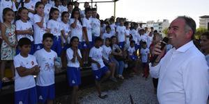 Germencik Belediyesi Kültür ve Sosyal İşler Müdürlüğü tarafından düzenlenen yaz okulu öğrencilerine yeni logolu 'T.C. Germencik Belediyesi' yazılı formalar dağıtıldı.