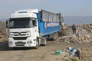 Çine Belediye Başkanı Enver Salih Dinçer, ilçenin çöp ihalesini alan firmanın sorumluluğunu yerine getirmemesi üzere gündeme gelen çöp taşıma hizmeti için Aydın Büyükşehir Belediyesinin iki TIR ile hizmet için destek vereceğini belirtti.