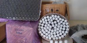 İzmir'de, sahte içki üreten şebeke üyelerine yönelik operasyonda, etil alkol satılmış gibi fatura düzenleyen medikal firma yetkililerinin de aralarında olduğu 10 kişi gözaltına alındı. Operasyonda, 23 bin 430 litre etil alkol, 239 litre açık içki, 241 şişe sahte içki, 14 bin 764 mililitre anason, 9 bin 986 mililitre aroma yağı, bin 394 mililitre viski kiti, 338 etiket, 18 bin 900 sahte bandrol, 800 kapak, bin 80 boş şişe, içki üretiminde kullanılan 1 tank ele geçirildi. ( İzmir Emniyet Müdürlüğü - Anadolu Ajansı )