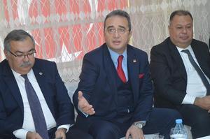 """Cumhuriyet Halk Partisi (CHP) Aydın Milletvekili Bülent Tezcan, Çine'yi ziyaretinde; """"Muhalefetteki son kurultayımız olacak. Türkiye'de bir iktidar değişikliğini hep birlikte yaşayacağız"""" dedi."""