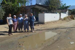 Çine Evciler Mahallesi 469 No'lu evin önündeki su borusu patlağı 3 aydır devam ediyor.